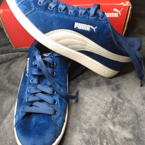 Pumas Size 7 for Sale in Los Angeles, CA