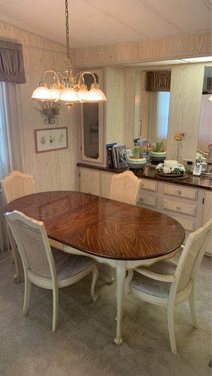 Dining room table and 4 chairs for Sale in Valrico, FL