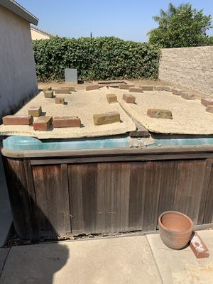 Hot tub jacuzzi FREE for Sale in Riverside, CA