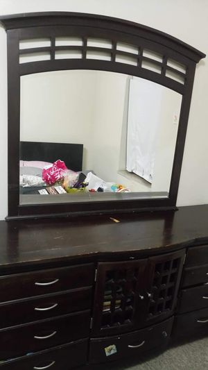 Dresser with a mirror for Sale in Pittsburgh, PA