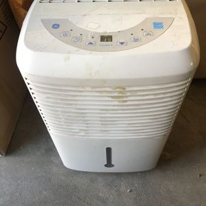 Len more 50 Pint Dehumidifier for Sale in Lakewood, CA