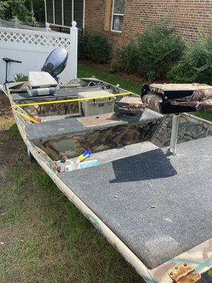 14 foot Jon boat for Sale in Suffolk, VA