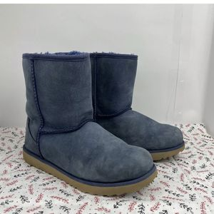 UGG Classic Short II Navy Suede Fur Boots Womens Size 5 Free Shipping for Sale in Peoria, IL