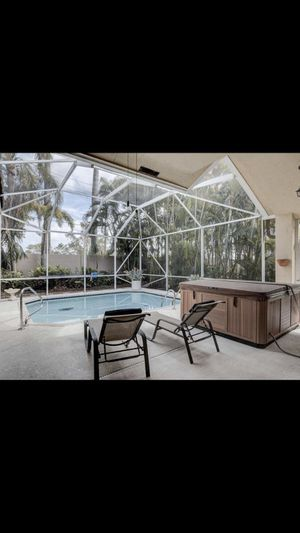 Hot tub 21 Jet 6 person jacuzzi for Sale in Boca Raton, FL