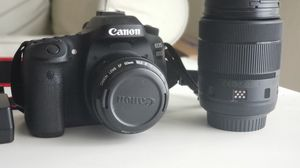 Canon 80D DSLR Camera/ 2 Lens/ Battery + Charger and cleaning kit. for Sale in Miami, FL