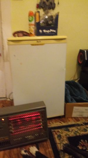 Mini fridge with freezer inside for Sale in Cleveland, OH