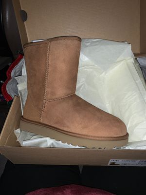 Ugg boots mid style NEW NEVER WORN for Sale in Newark, CA