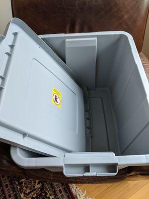 Like new Sterilite plastic container storage bin for Sale in New York, NY