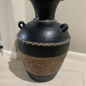 Beautiful Clay (or Iron) Pot for Sale in Katy, TX