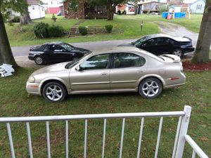 02 nissan maxima se auto runs and dives good the only thig it need is a had light for Sale in Parkersburg, WV