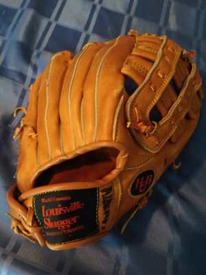 Louisville slugger softball glove for Sale in Margate, FL