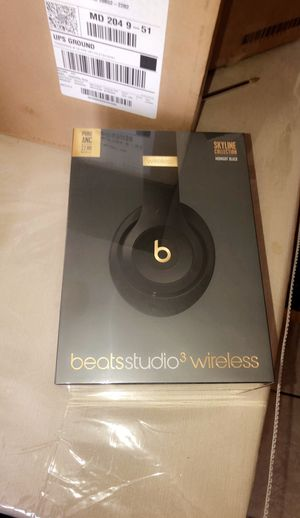 Beats studio3 Wireless- The Beats skyline collection-Midnight black for Sale in Rockville, MD