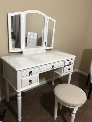 Makeup vanity for Sale in Frederick, MD