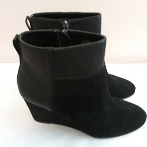 TAHARI , Wedge short boots for Sale in Houston, TX