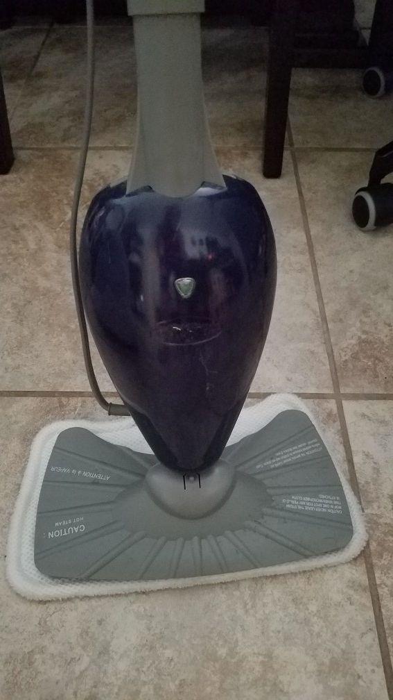 floor steamer cleaner.