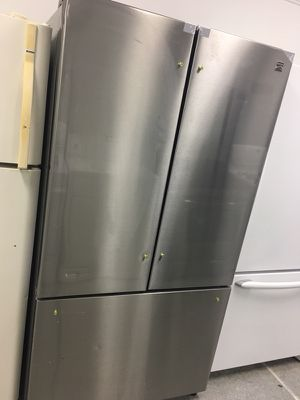 BRAND NEW SCRATCH AND DENT STAINLESS STAINLESS FRENCH DOOR REFRIGERATOR HANDLES ARE IN THE FRIG for Sale in Garfield Heights, OH