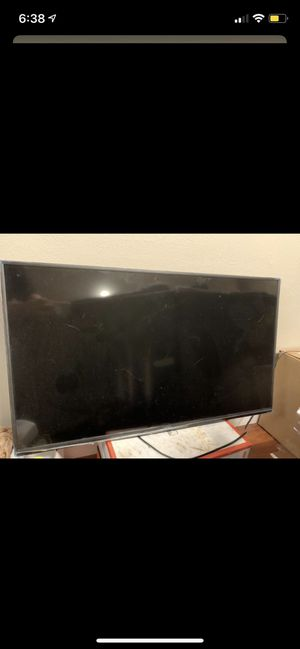 40 inch Vizio smart TV with feet stand for Sale in Thornton, CO