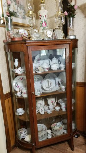 Antique china cabinet for Sale in Pineville, LA