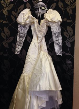 Vintage wedding dress would be a great costume for Sale in Las Vegas, NV