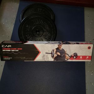 Curl bar , 50lbs in weight for Sale in Lawrenceville, GA