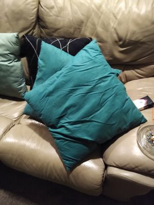 Throw pillows $5 each for Sale in Oswego, IL
