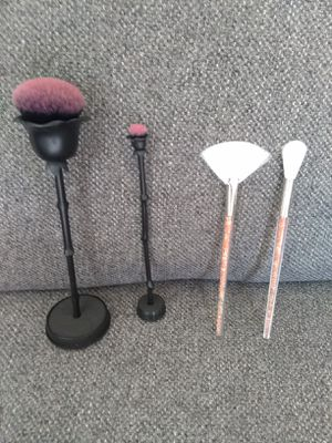 Makeup brushes and brush roll $10 for Sale in Rosemead, CA