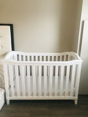 White baby crib for Sale in Boston, MA
