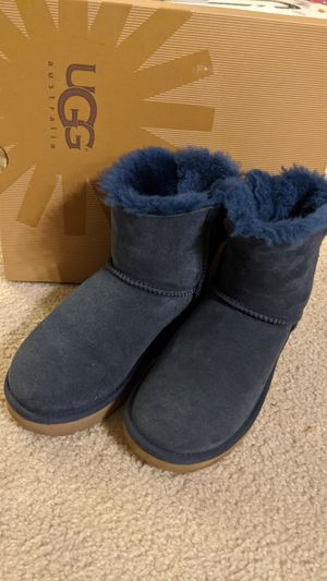 Navy ugg size 5 for Sale in San Jose, CA