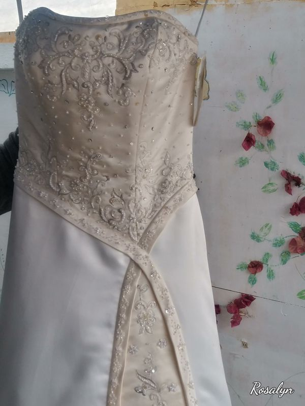 Ivory Satin wedding dress with lace beaded sequins condition brand new never been worn size 10