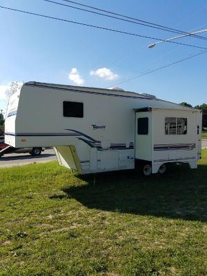 1999 Terry 5th wheel 27FT with sofa slide for Sale in Traverse City, MI