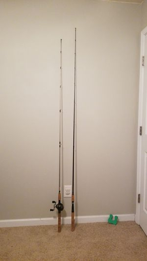 2 baitcasting rods with 1 reel for Sale in Clayton, NC