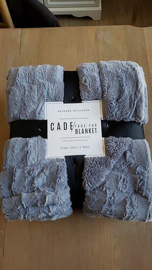 "Blanket King size Cade faux fur cloud grey 108""×90"" new for Sale in Las Vegas, NV"