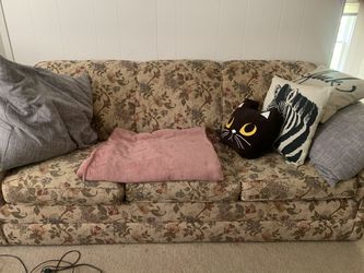 Vintage looking floral pull out couch for Sale in Pittsburgh,  PA