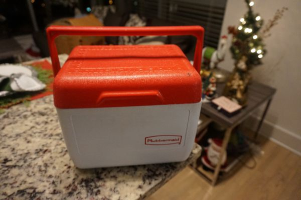 Rubbermaid lunch cooler