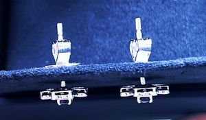 Blue sapphire and diamond earring in 18K for Sale in Kent, WA