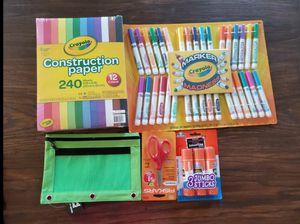 $15 crayola set for Sale in Moreno Valley, CA