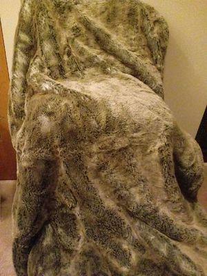 Faux fur throw blanket for Sale in Atlanta, GA