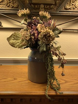 Flower arrangement and vase for Sale in Fresno, CA
