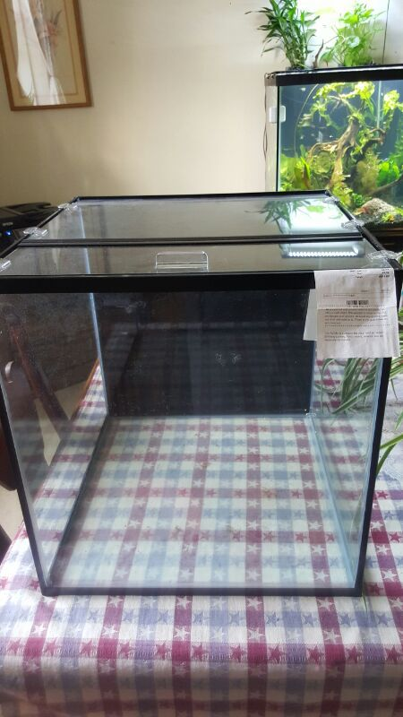 25 gallon frameless cube. with 2-piece glass top