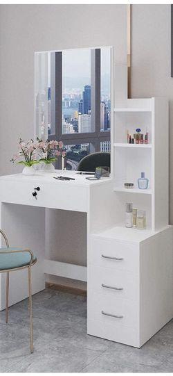 White Vanity Desk for Sale in Redondo Beach,  CA