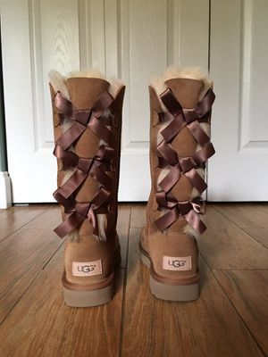Tall Triplet Bow (UGG) for Sale in Davie, FL