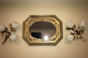 Living room flower/mirror wall decor for Sale in Lemon Grove, CA