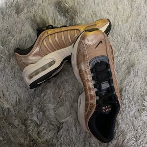 """""""Rose Gold"""" Nike Air Max Size 5 Brand New for Sale in Elm Grove, WI"""