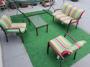 ONLY 3 MONTH USE SET PATIO. for Sale in Staten Island, NY