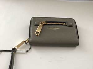 Marc jacobs zip around leather wallet and phone holder for Sale in San Francisco, CA