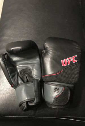 Never used UFC gloves for Sale in San Antonio, TX