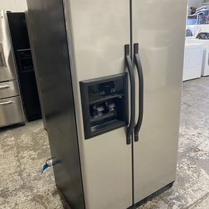 Stainless Whirlpool side-by-side water and Ice can deliver for Sale in West Sacramento, CA