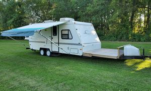 2OOO Trailer White Camper for Sale in Washington, DC
