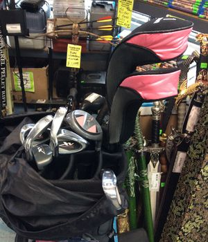 Ladies Gold Club Set with Bag for Sale in Woodbridge, VA