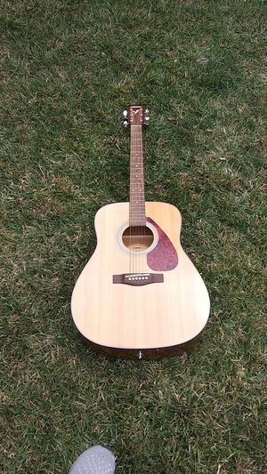 Yamaha fx325 acoustic electric guitar like new barely played for Sale in San Jose, CA